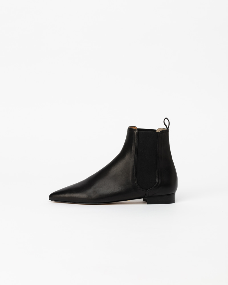 Neverland Chelsea Boots in Black