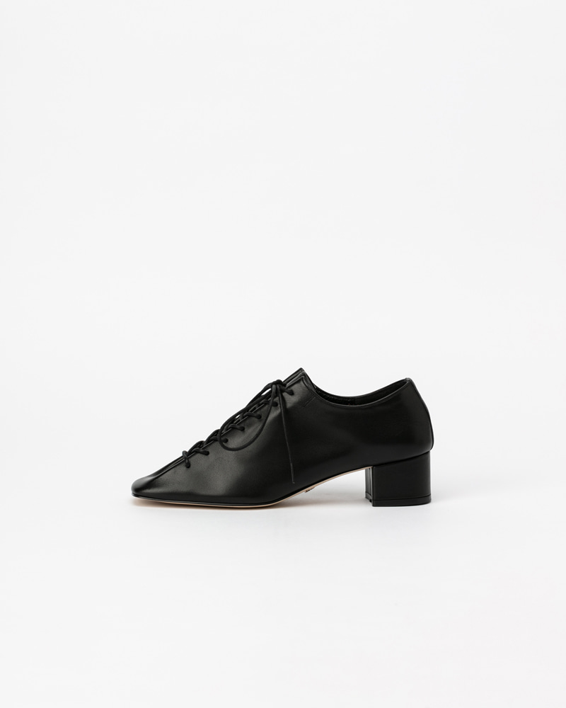 Banon Lace-up Shoes in Black