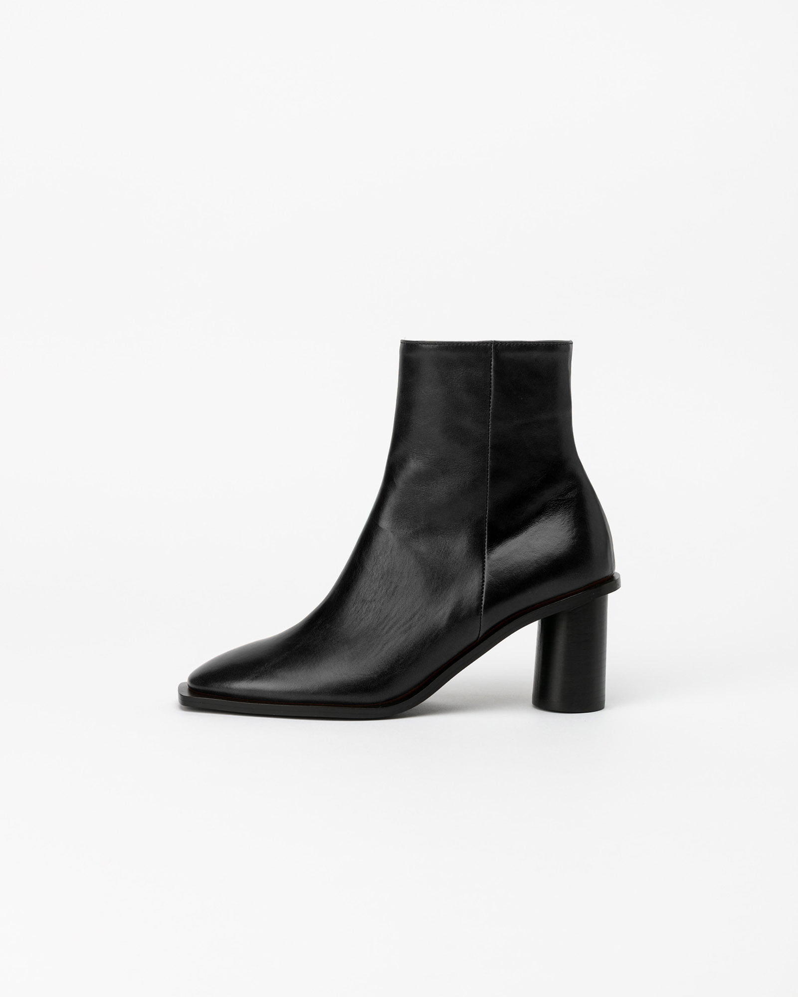 Altezza Boots in Black Textured Kip