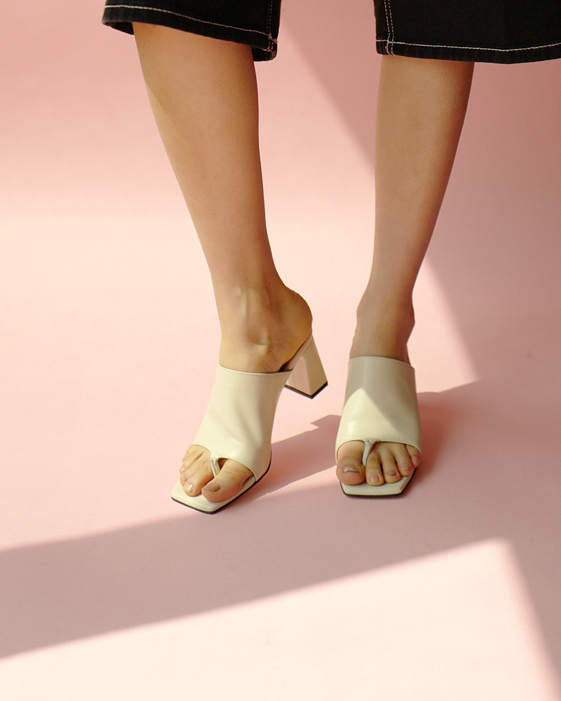 Alto Thong Mules in Ivory