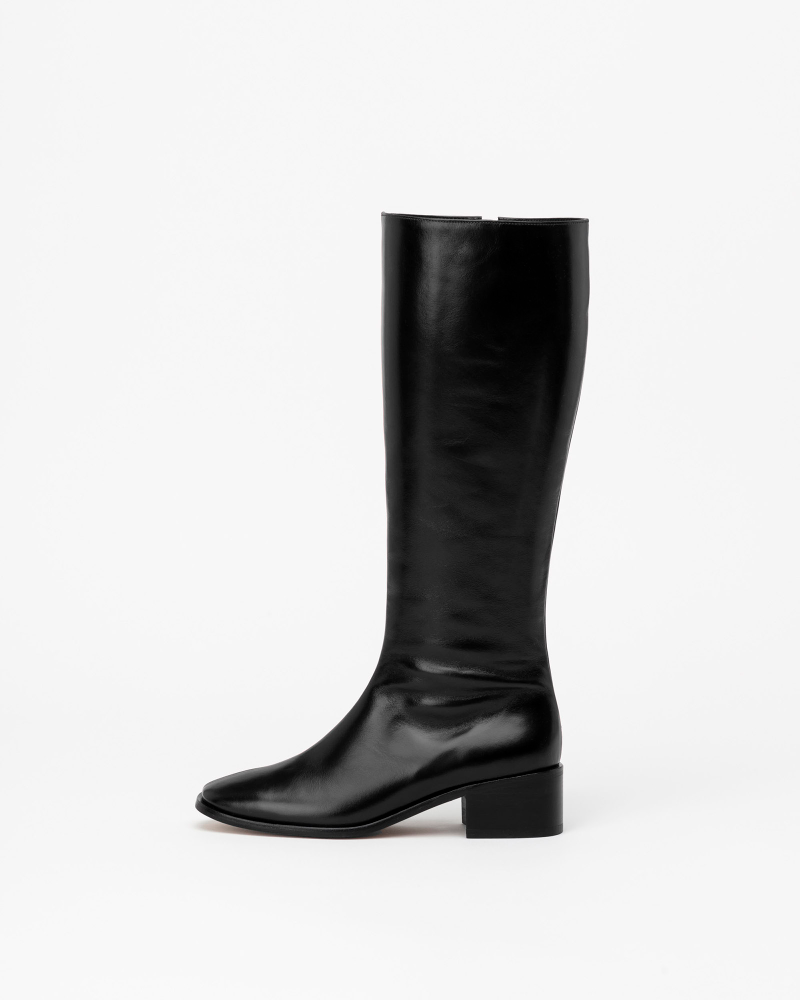 Beaucoup Riding Boots in Textured Black