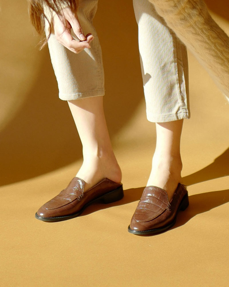 Nuance Loafers in Brown Croco Prints