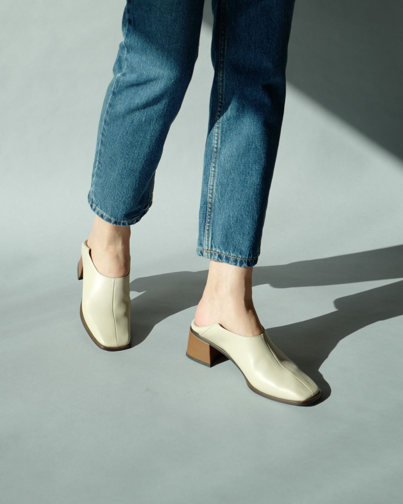 Mulatos Square Toe Shoes in Taupe Ivory
