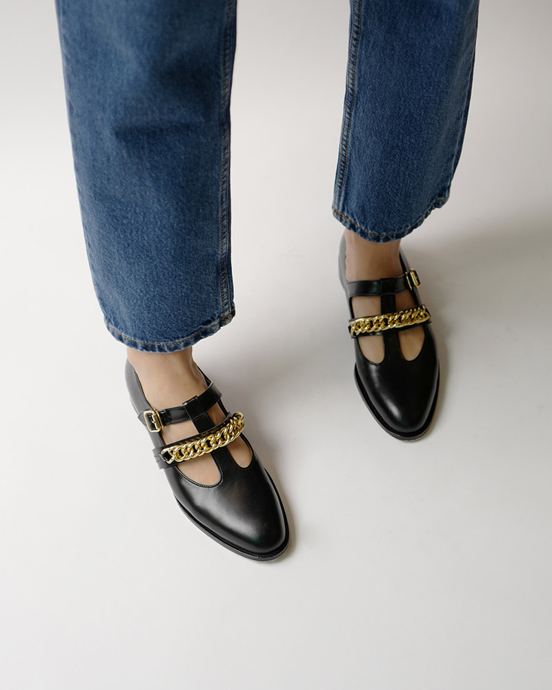 Hellen Chained Loafers in Black