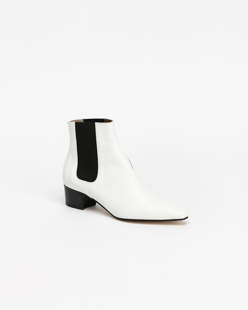 Decker Chelsea Boots in White
