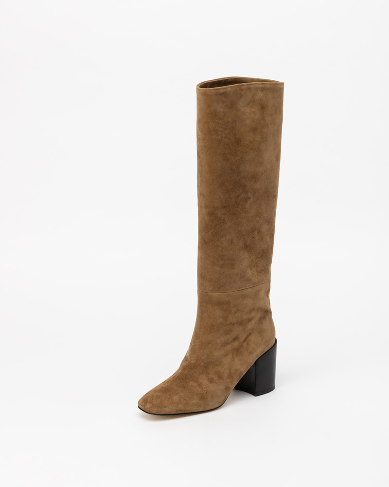 The Earth Suede Boots in Beige