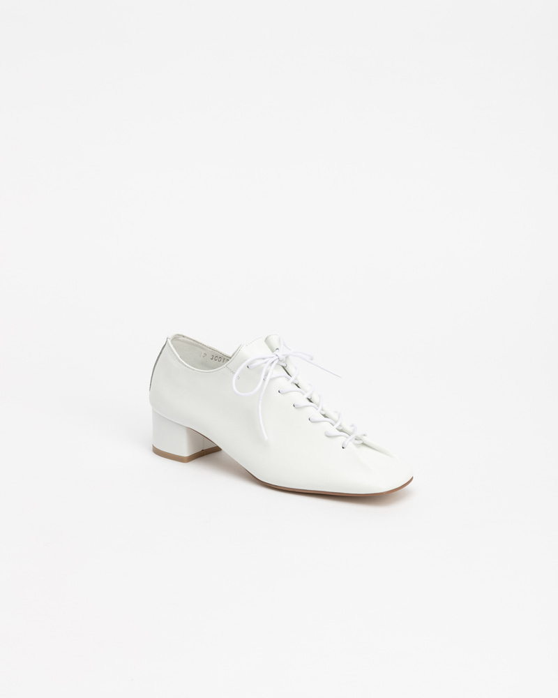 Banon Lace-up Shoes in Pure White