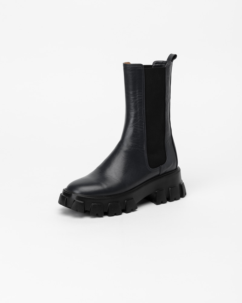 Trigger Lug-sole Boots in Black