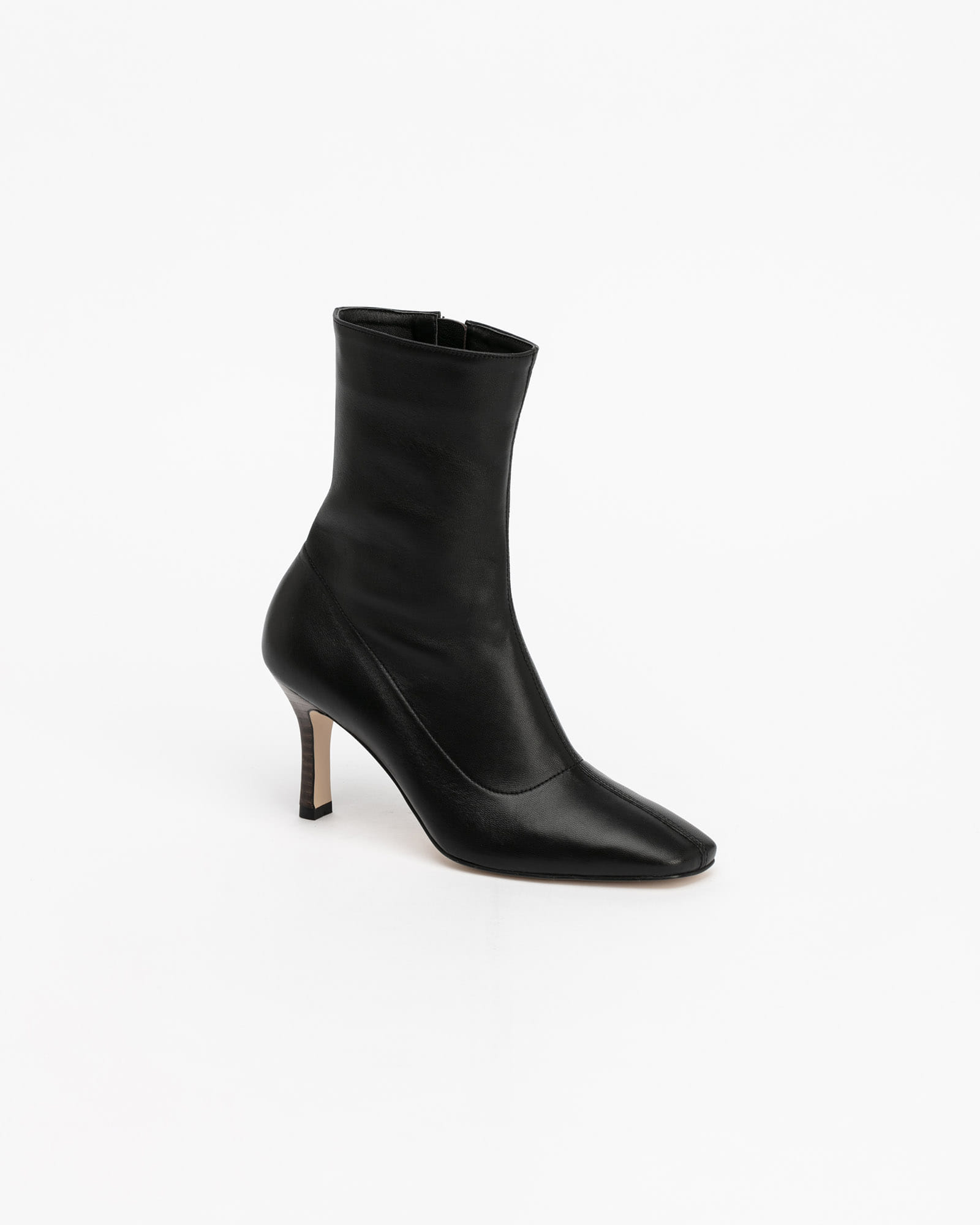 Bysshe Soft Boots in Black