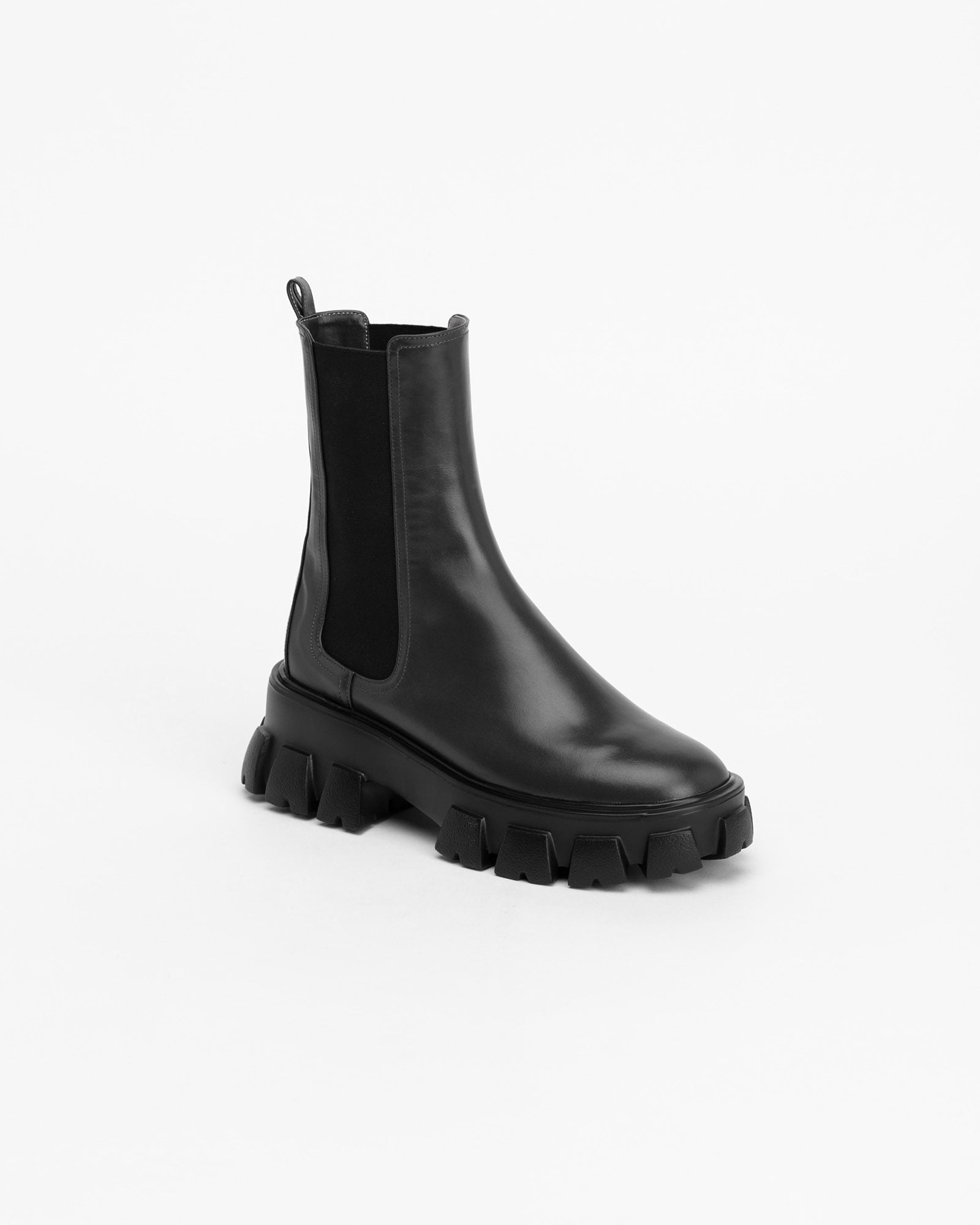 Trigger Mid Lug-sole Boots in Black