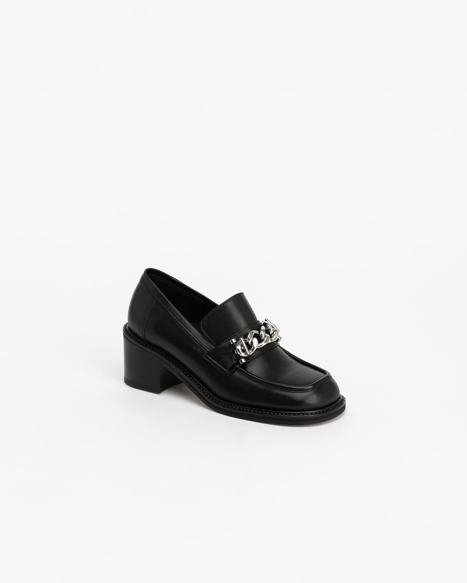Gutissimo Loafers in Black