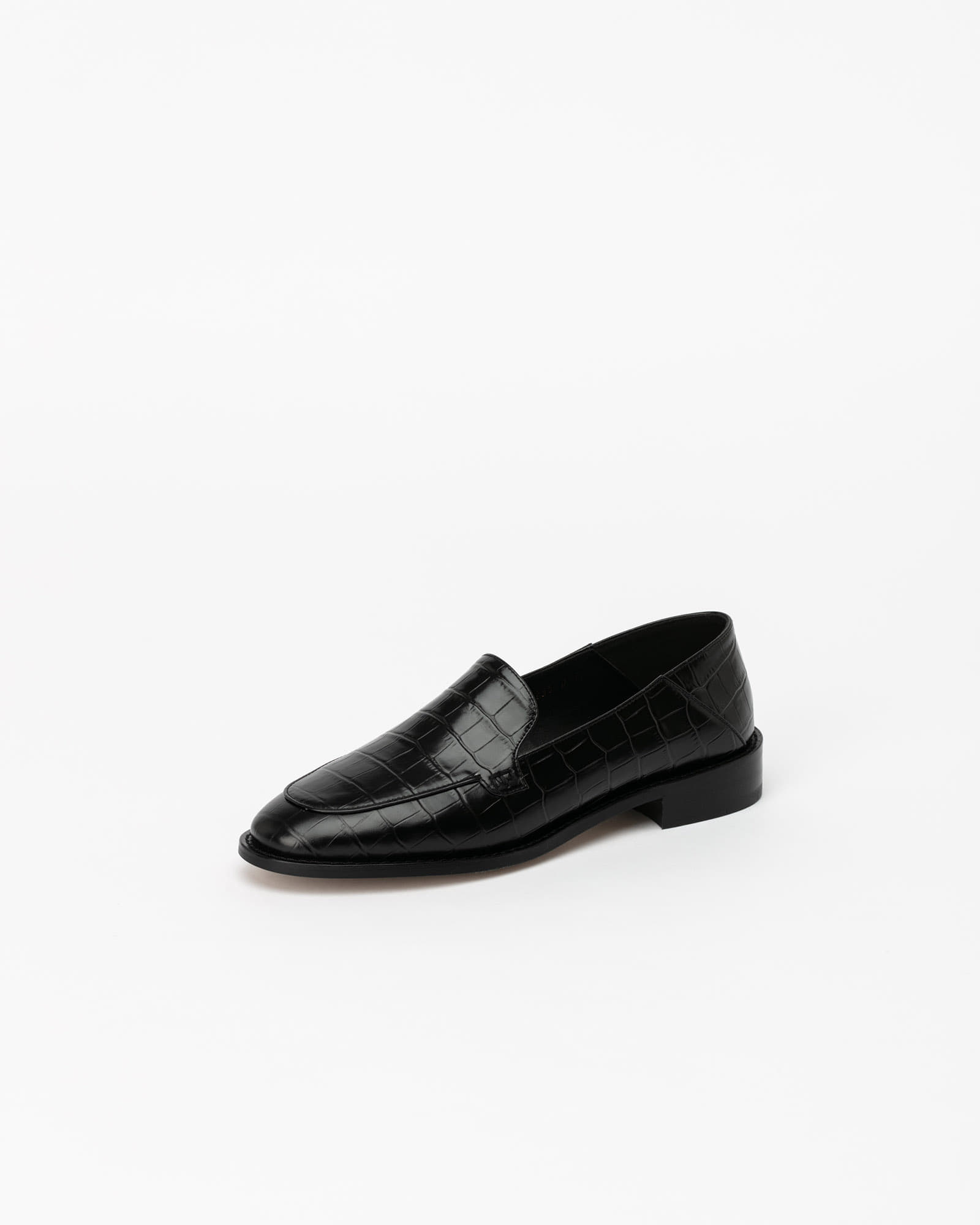 Nuance Loafers in Black Croco Prints