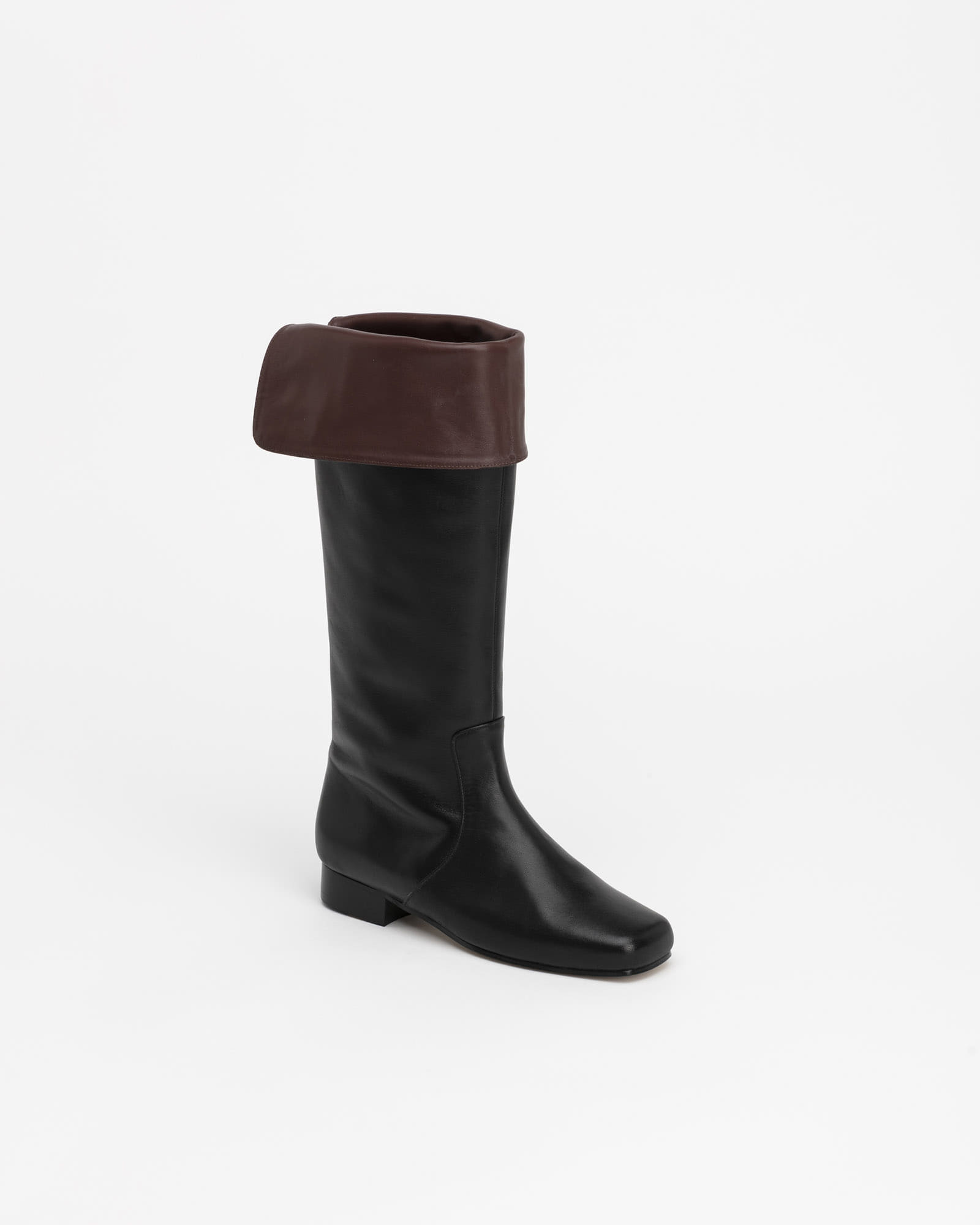 Darty Foldable Boots in Black with Brown Wing