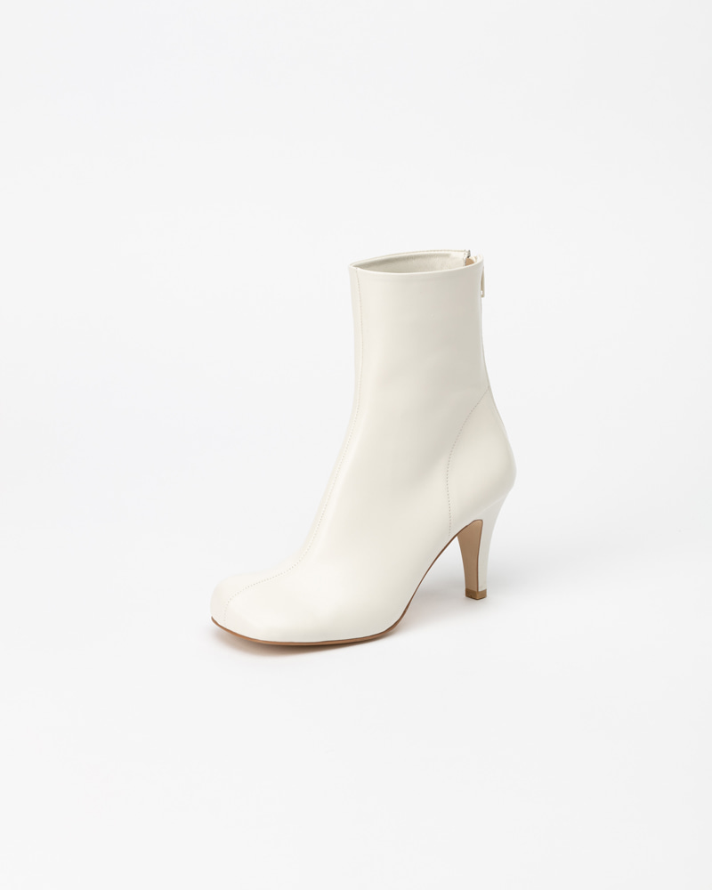 Freya Soft Boots in Pure White
