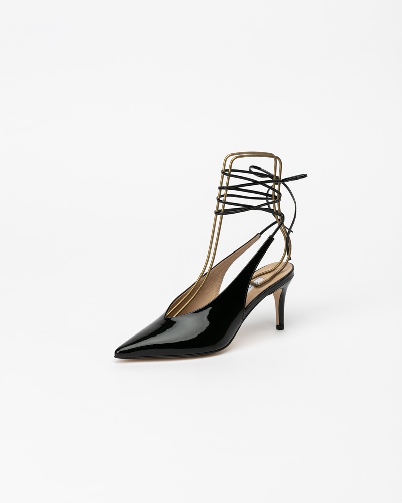 Giana Pumps in Black Patent