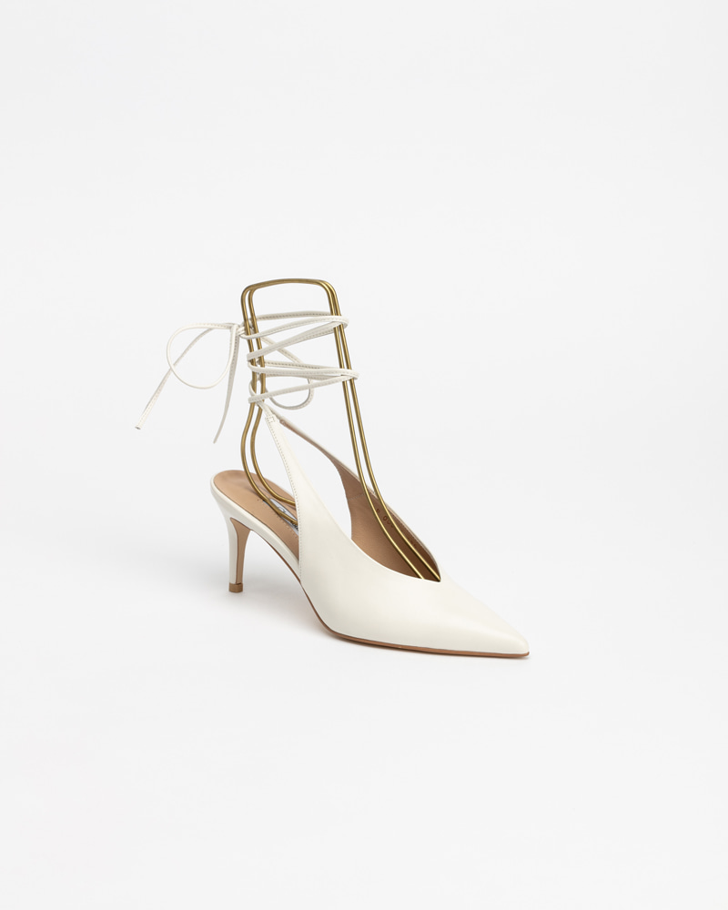 Giana Pumps in Milky White
