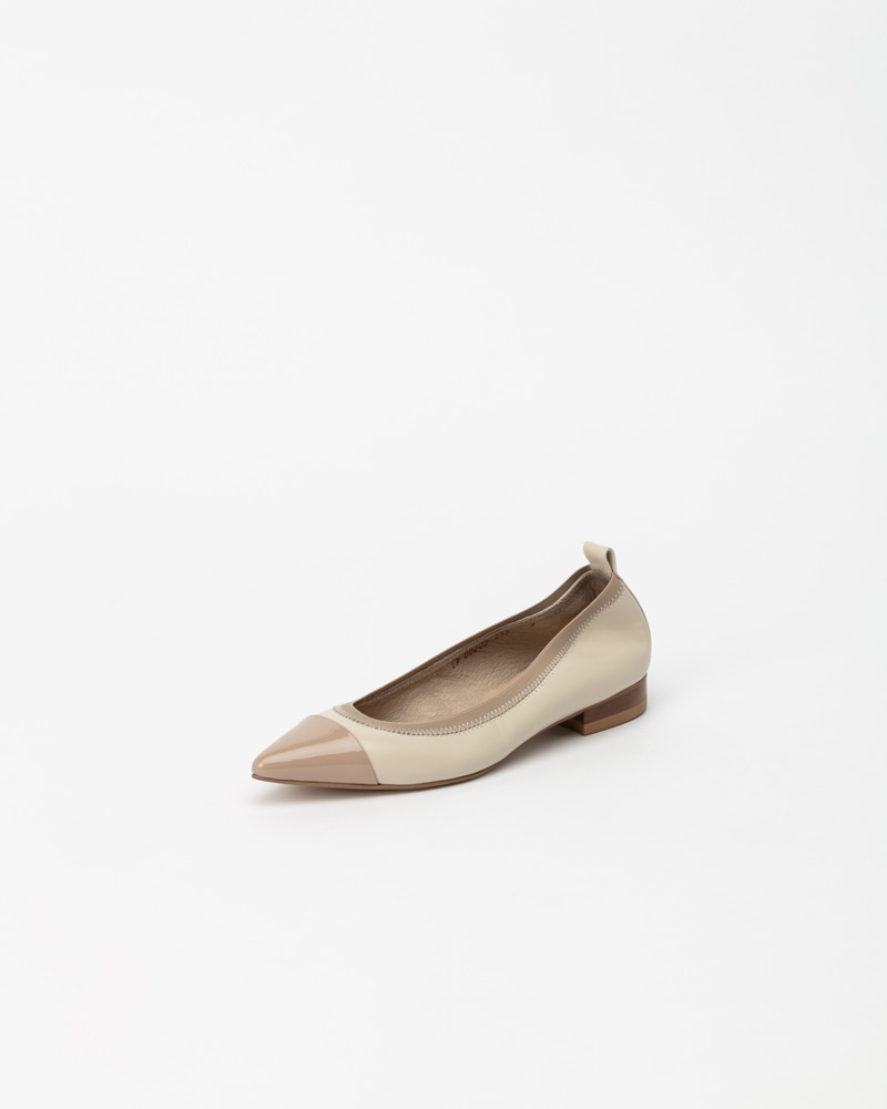 L'amore Soft Flat Shoes in Ivory with Pink Toe