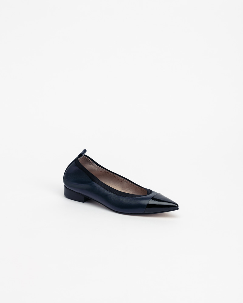 L'amore Soft Flat Shoes in Navy with Black Toe