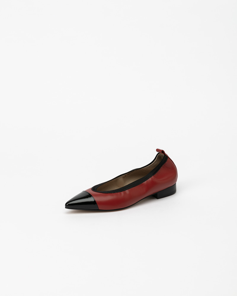 L'amore Soft Flat Shoes in Red with Black Toe