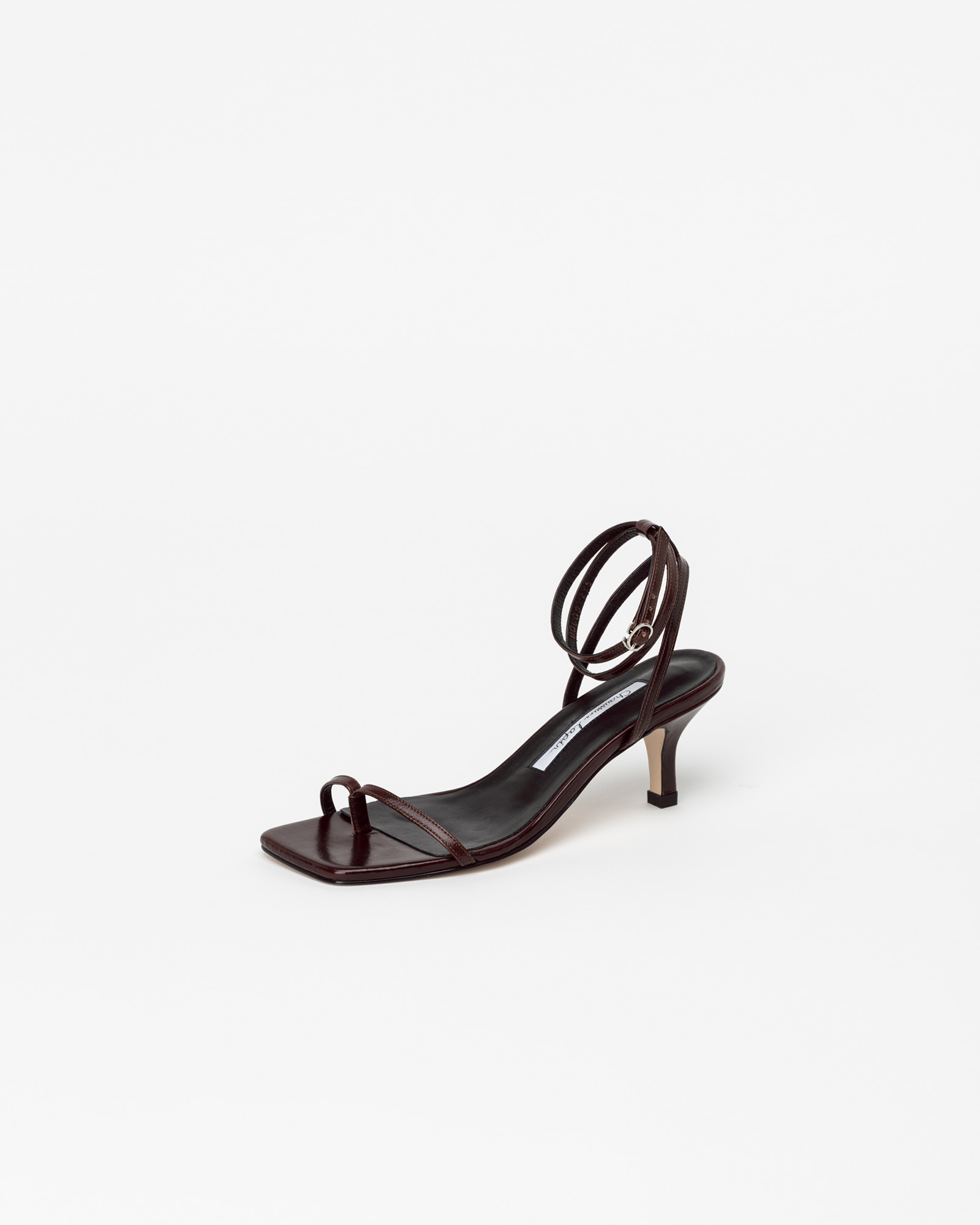 Evelaine Thong Strap Sandals in Textured Wine